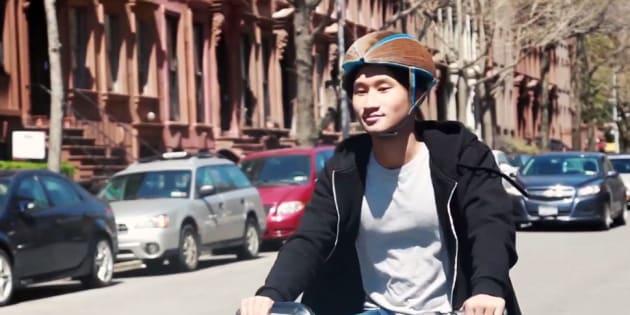 Ce casque de vélo en carton bien pratique est aussi très résistant