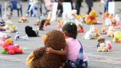 Buscan combatir el abuso sexual infantil con juguetes y peluches en