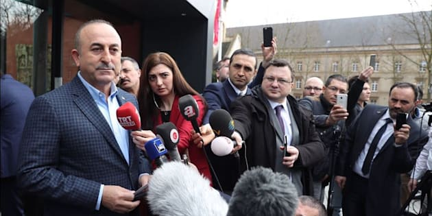 Le ministre turc des Affaires étrangères en meeting à Metz après avoir été refoulé des Pays-Bas, Erdogan remercie la France