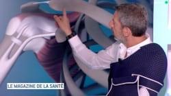 Michel Cymes montre sa blessure au ski pour faire passer un