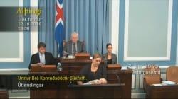 Legisladora en Islandia amamanta a su bebé mientras se dirige al