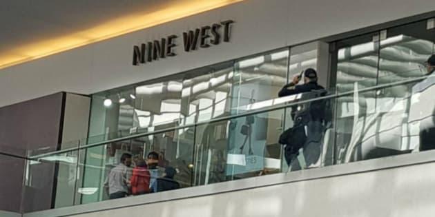 Reportan balacera en centro comercial Reforma 222
