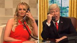 Stormy Daniels nargue Trump dans un sketch et annonce l'arrivée d'une