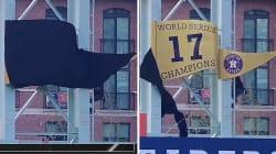 Cette équipe de baseball a voulu dévoiler sa nouvelle bannière mais rien ne s'est passé comme