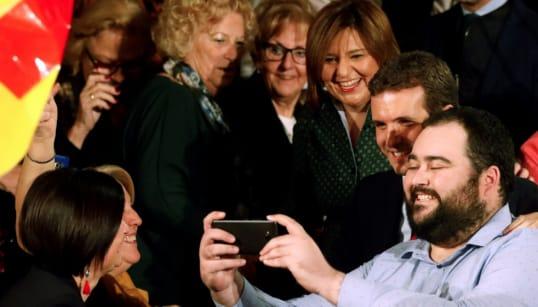 La 'fiesta' de Casado: Aznar y Rajoy por separado, muchos independientes y obviar a