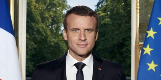 Posado oficial del presidente francés, Emmanuel Macron.