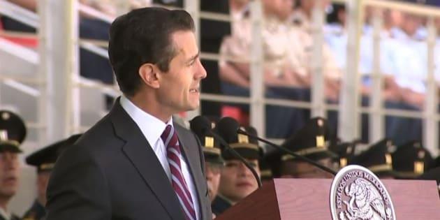 El presidente de México, Enrique Peña Nieto, en la entrega de Condecoraciones y Menciones Honoríficas para el personal y unidades que destacaron en operaciones para reducir la violencia en el país.