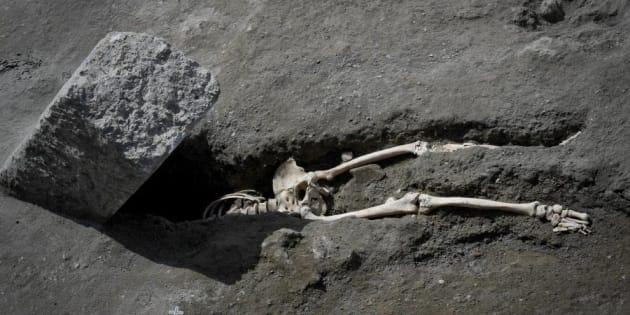 Le squelette d'un homme décapité pendant l'éruption du Vésuve découvert à Pompéi