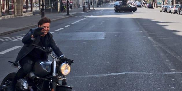 Comme souvent, Tom Cruise réalise lui-même ses propres cascades.