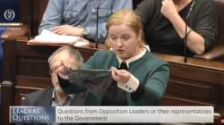 Elle brandit un string devant le parlement pour en finir avec ce mythe sur le