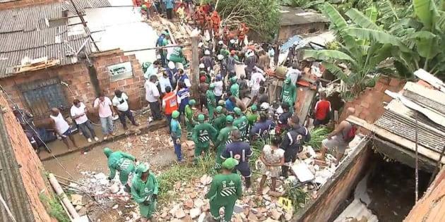 Desabamento de prédio de 3 andares causa interdição em imóveis vizinhos.
