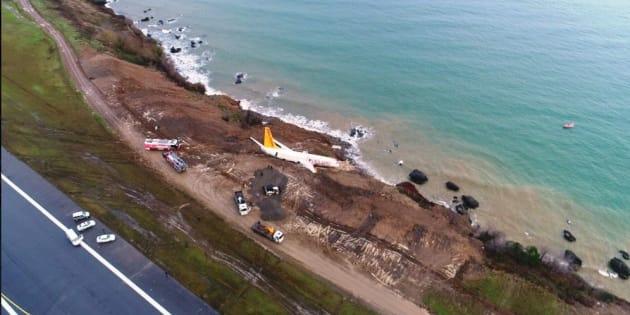 """""""Le moteur droit est tombé dans la mer"""": les pilotes témoignent après la sortie de piste en Turquie"""