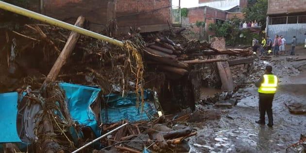 La tromba registrada la tarde de este domingo habría dañado al menos 20 viviendas en las colonias Tirinditas y Río Negro, al sur de la cabecera municipal de Peribán.