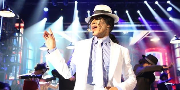 Ícaro Silva fez performance impecável de Smooth Criminal, sucesso do Rei do Pop.