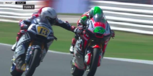Moto GP : le geste incroyablement dangereux d'un pilote en plein course
