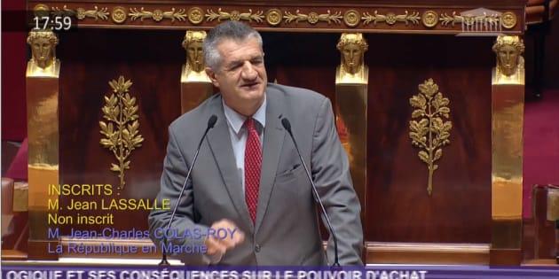 Le député Jean Lassalle a une nouvelle fois poussé la chansonnette à l'Assemblée pour les gilets jaunes.