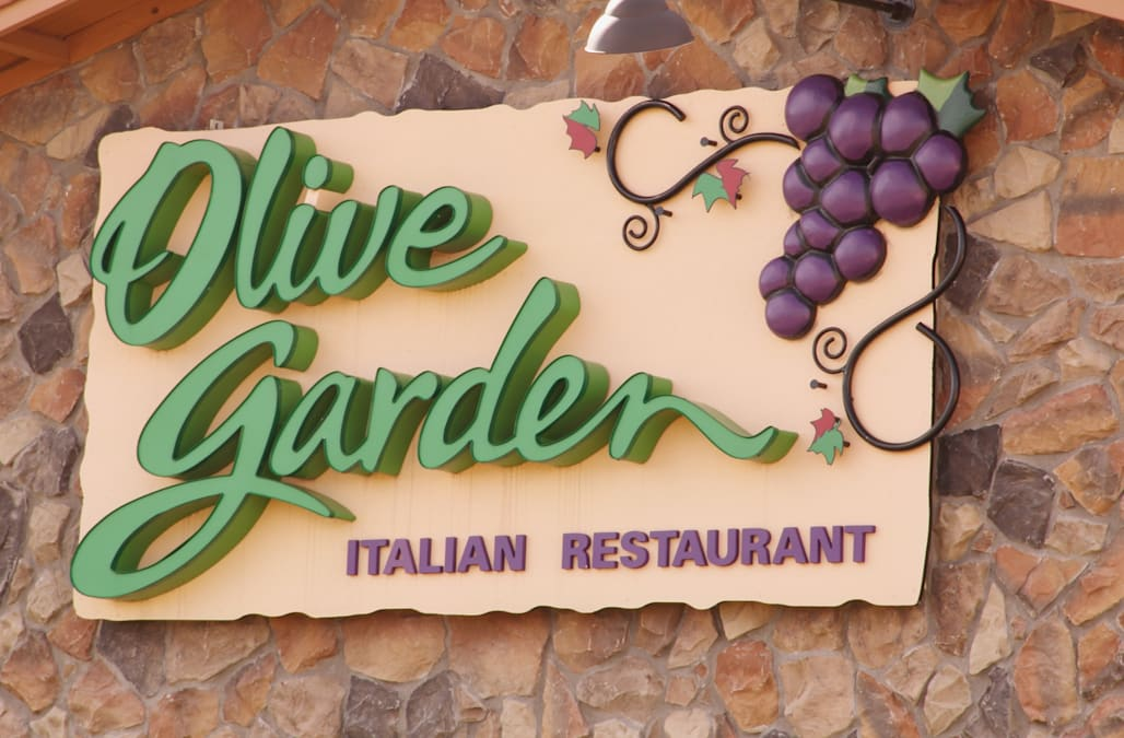 Olive Garden is charging $400 per person for a New Year's ...