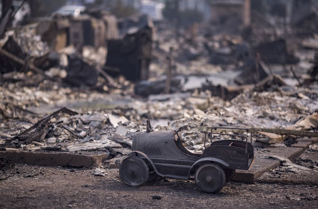 At Least 21 Dead Hundreds Missing As Winds Fan California Wildfires