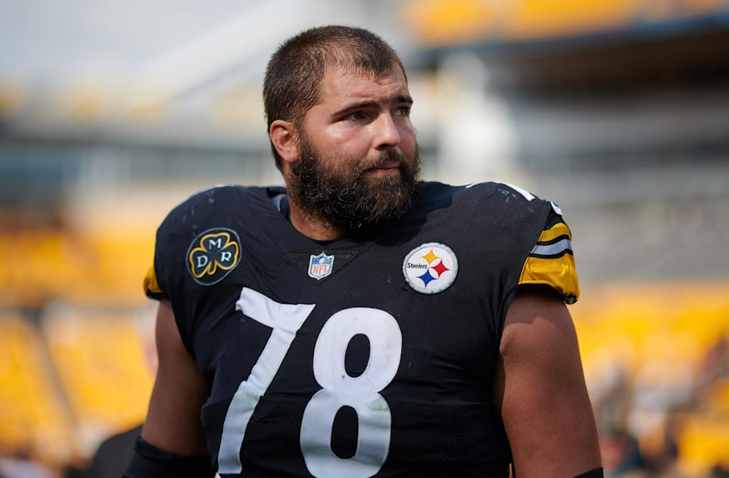 680678fe0b4 Steelers player has top-selling NFL jersey after standing for anthem ...