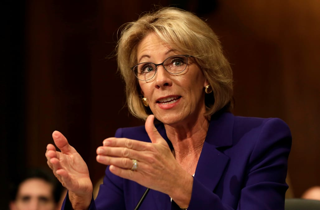 Why I Wont Vote For Betsy Devos >> Senate Clears Path For Final Vote On Betsy Devos Aol News