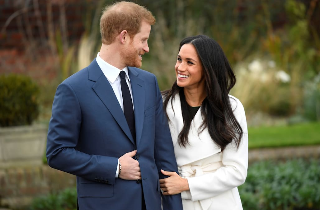 Matrimonio In Kazakhstan : Meghan markle shows off her engagement ring hours after