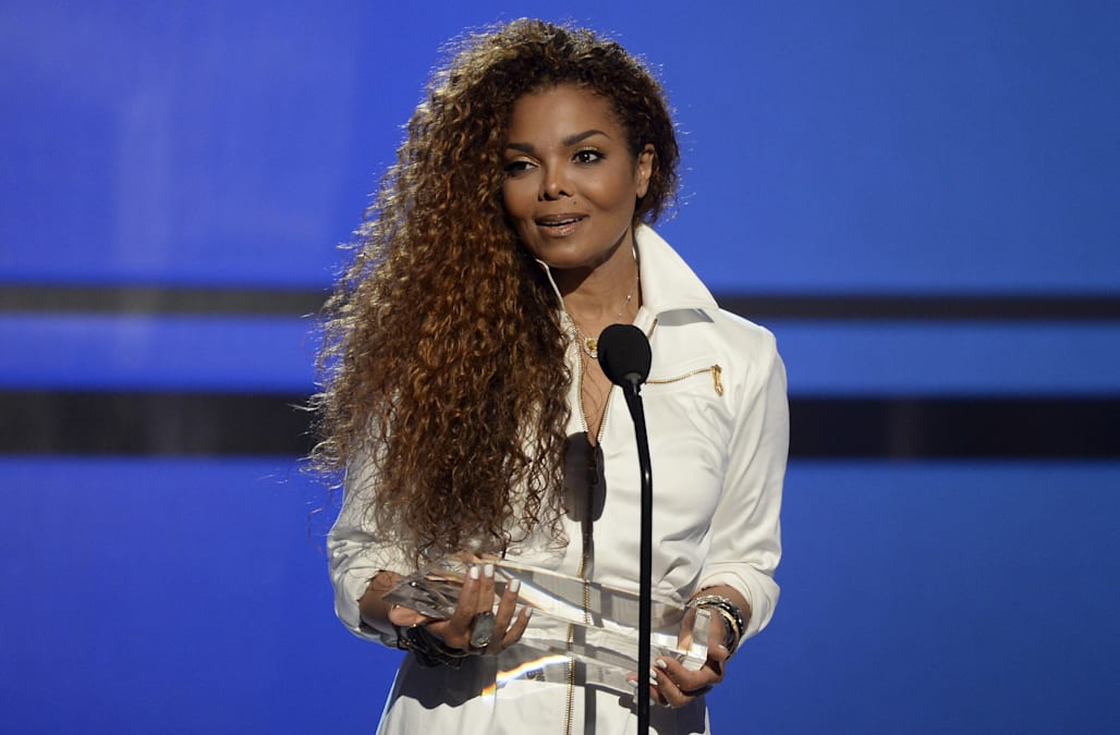 Janet Jackson Receives Over 100 Roses From Estranged Husband On