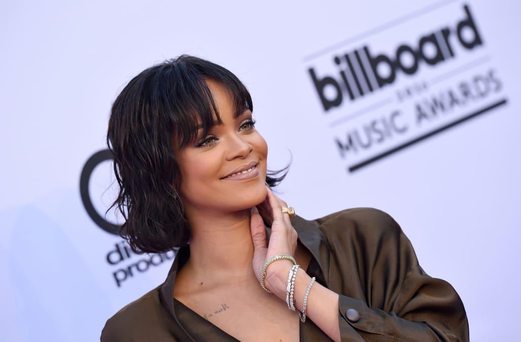 38acebfd5d61 Rihanna shades Stephen Curry