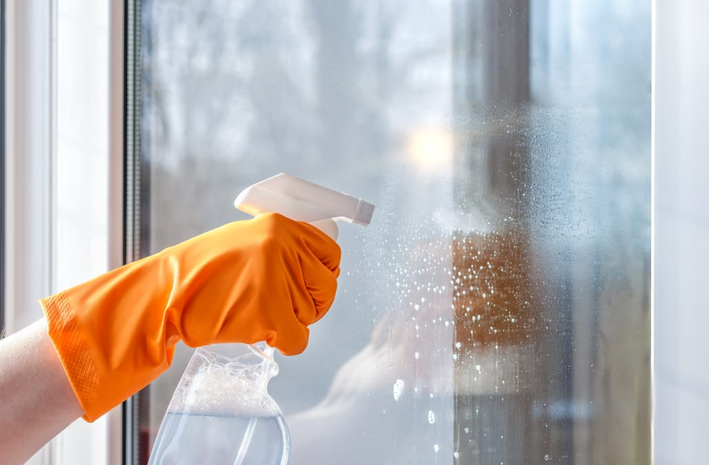 Consumer reports reveals the 10 best household glass - Best way to clean windows ...