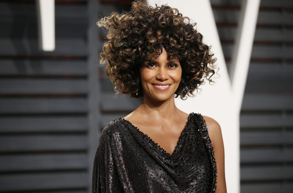 Halle Berry makes internet go wild over super sexy Instagram snap