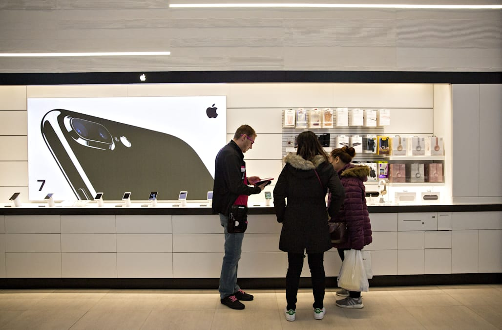 T Mobile Is Opening Stores At A Breakneck Pace Aol Finance