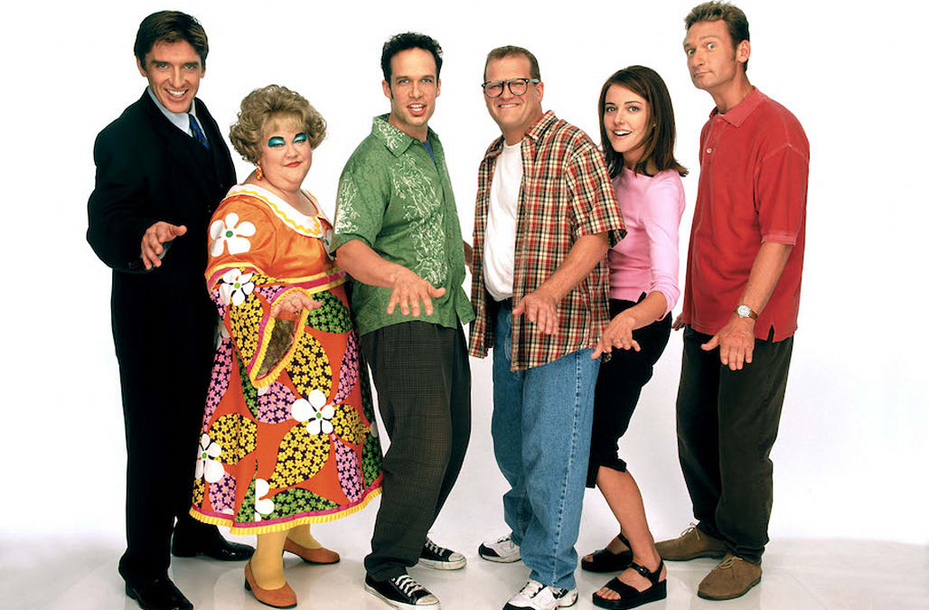 Check out what Mimi from 'The Drew Carey Show' looks like ...
