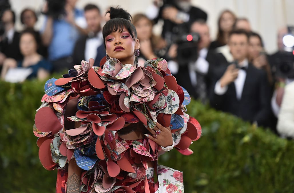 Download Met Gala 2018 Anna Wintour - http%3A%2F%2Fo  Best Photo Reference_881612.com%2Fhss%2Fstorage%2Fmidas%2F8059190fe8456b6b55e31e53f4785c9c%2F205296815%2Frihanna-attends-the-rei-kawakubocomme-des-garcons-art-of-the-costume-picture-id678046290
