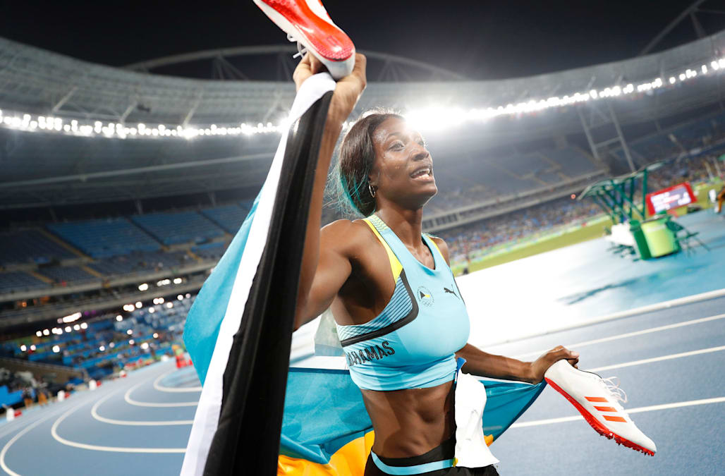 Bahamian Miller wins 400 meters in diving finish, edges