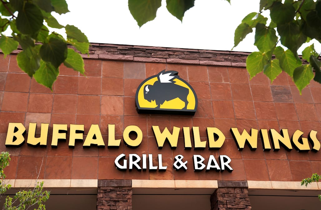 Arby S Restaurant Owner To Buy Buffalo Wild Wings For 2 4 Billion