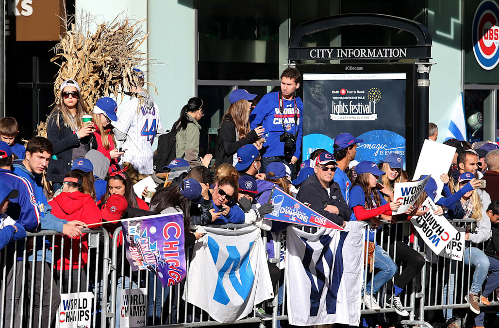 58d56e359 Cubs players revel in World Series victory parade - AOL News