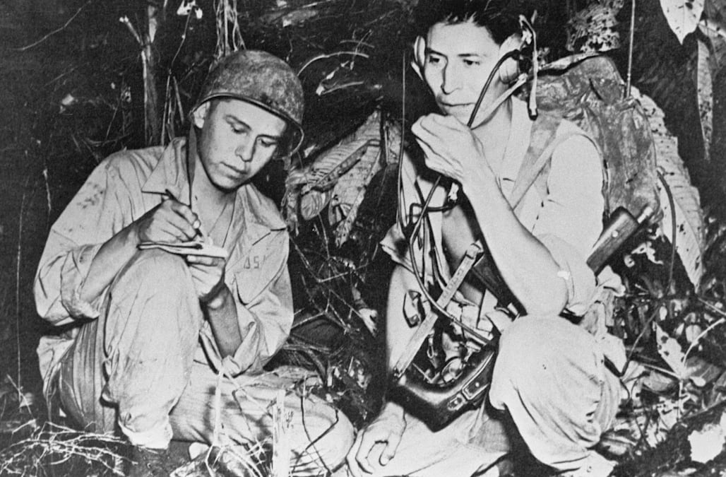 The Navajo Code Talkers That Helped Us Win Wwii Aol Newsrhaol: Us Marines Radio Codes At Elf-jo.com