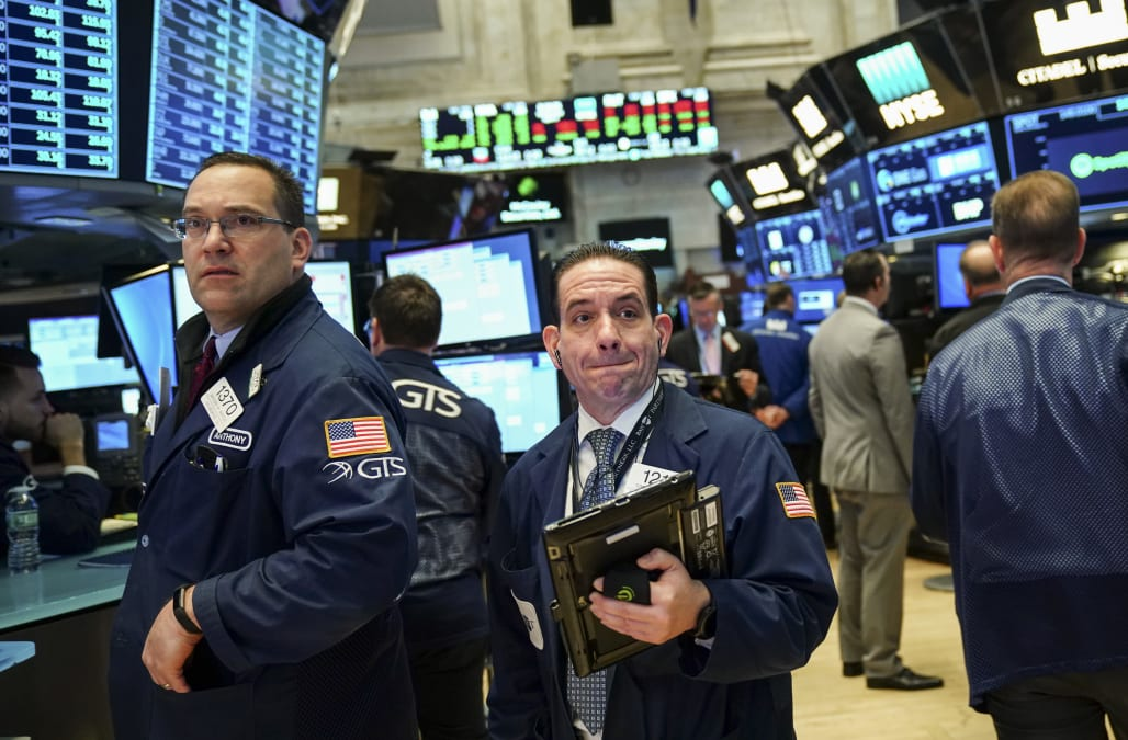 Dow tumbles more than 700 points amid mounting trade war fears - AOL Finance