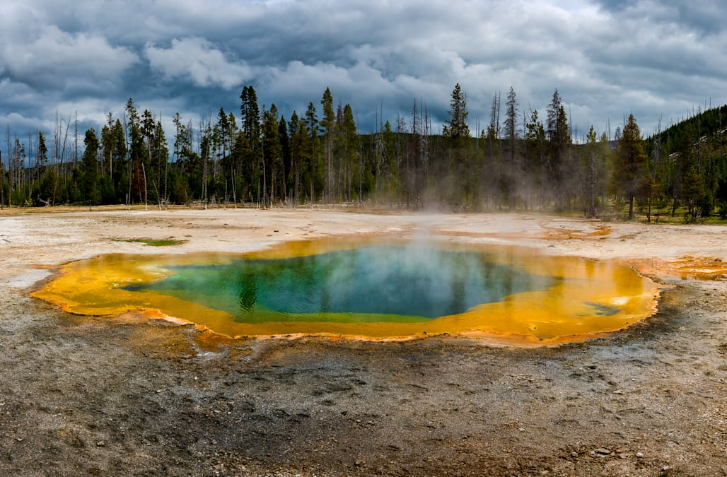 A supervolcano lies under yellowstone national park aol news beneath the ground of yellowstone national park lies a monster volcano that had its last super eruption over 630000 years ago and it could erupt again sciox Gallery
