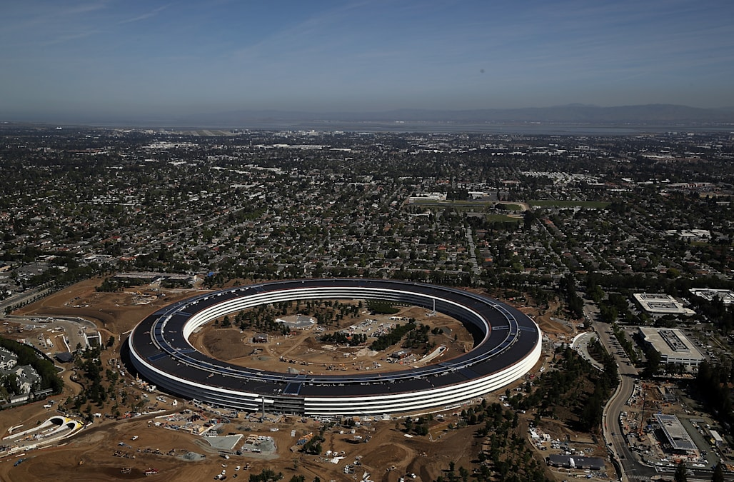 apple new office. Apple Employees Apparently Hate Their New Open-plan Office Campus