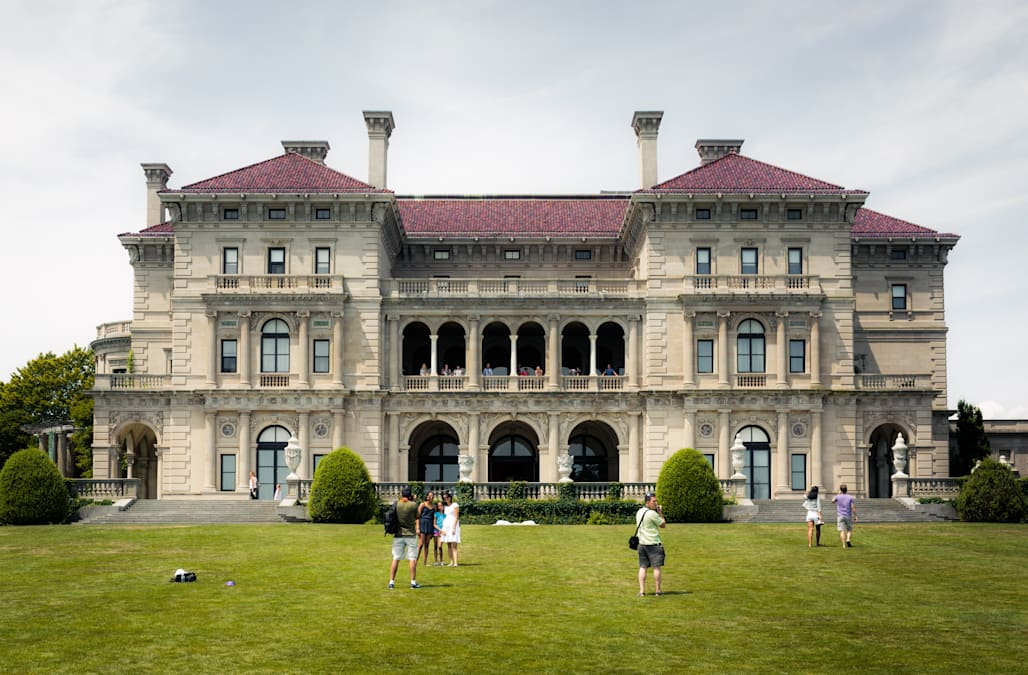 8 Jaw Dropping Facts About The Famous Breakers Mansion In Newport