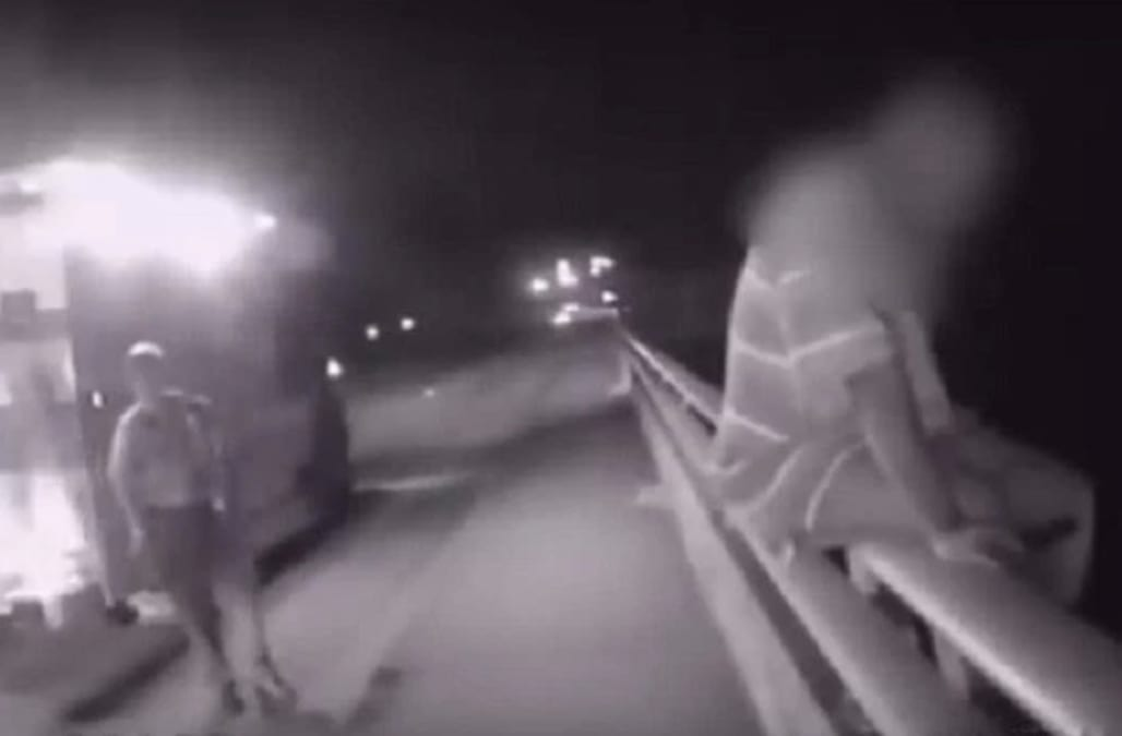 Personalized Screen To Id Suicidal >> Police Officer Talks Suicidal Man Out Of Jumping Off Bridge By