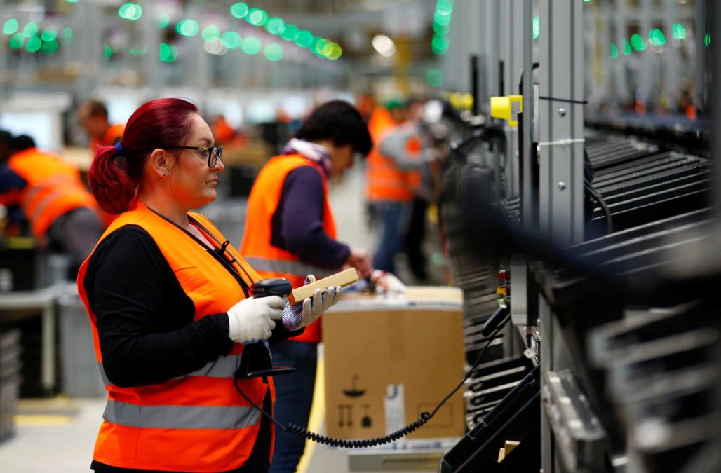 Cyber Monday Showdown Walmart Closes In On Amazon Online Price