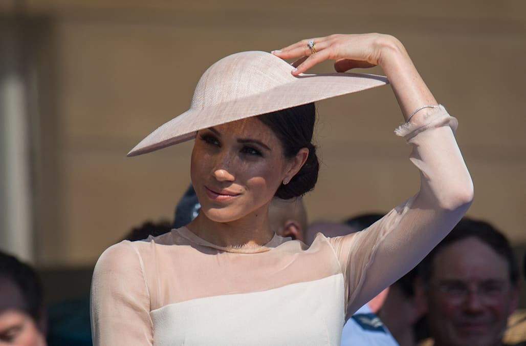 9aa97bb8495 Meghan Markle fulfilled her first post-wedding royal engagement by adhering  to the palace dress code  Wearing pantyhοse.