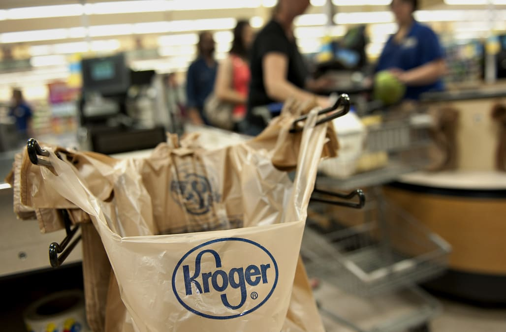 Kroger shows new moves in grocery delivery, to experiment