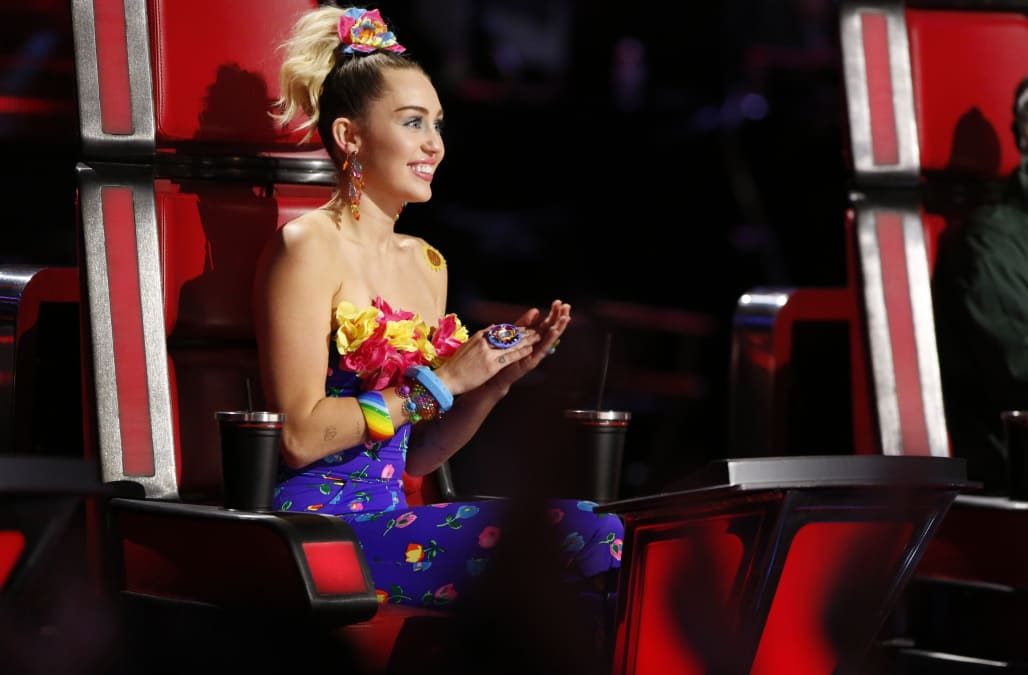 Flaming Lips Frontman Wayne Coyne Says Miley Cyrus Texts Him Pictures Of Herself Peeing