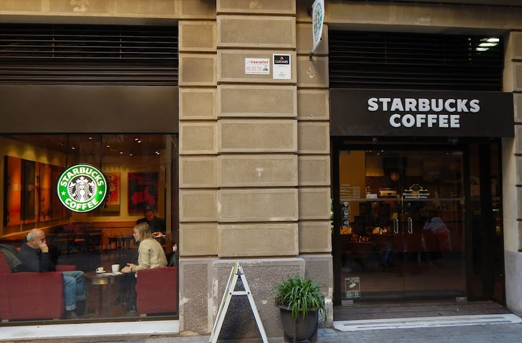 Starbucks just made a bold non-coffee move that everyone is talking about -  AOL Finance