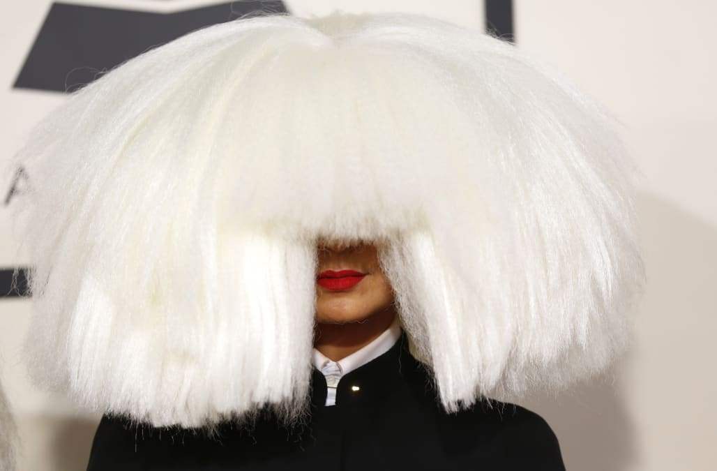 Sia Goes Wig Less And Shows Her Face While Traveling To Dubai Aol