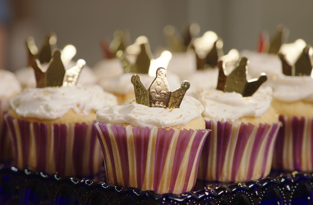 Best Bites Royal Baby Shower Crown Cupcakes Aol Lifestyle