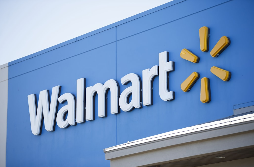 wal mart pay and benefits essay