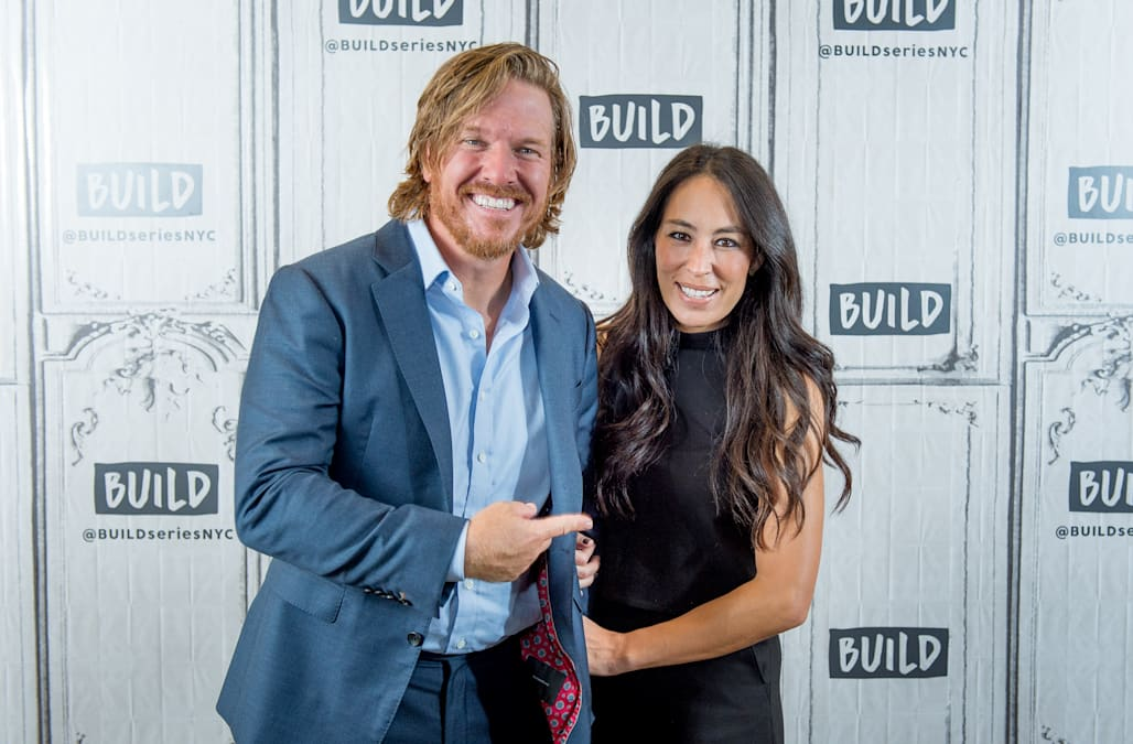 fixer upper 39 s chip and joanna gaines talk hot paints home value and the one 100 year home decor. Black Bedroom Furniture Sets. Home Design Ideas